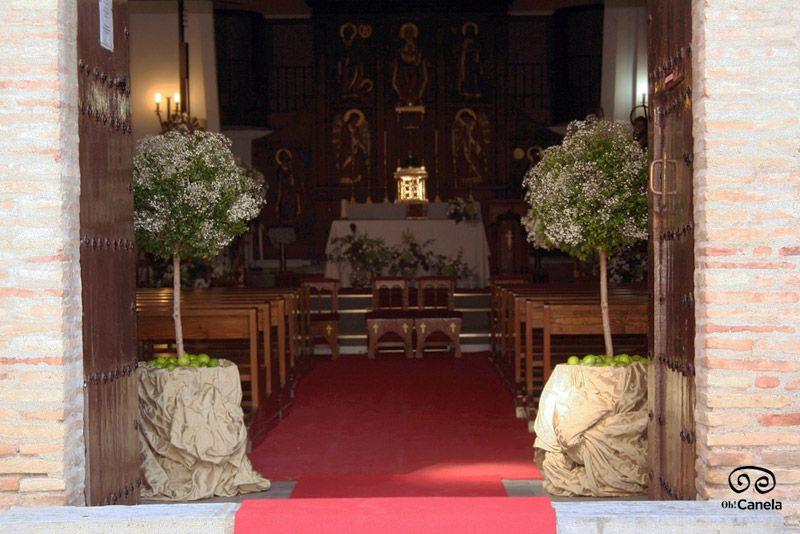 Entrada a iglesia - Arboles de la vida - Oh Canela