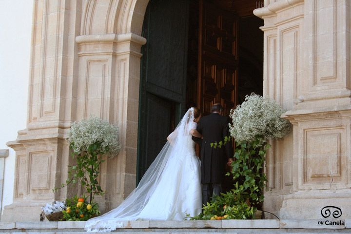 Novia entrada catedral - Oh Canela