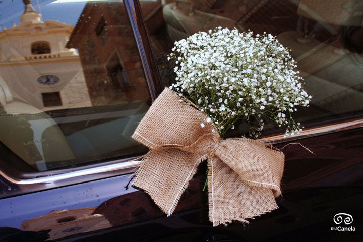 Decoracion floral del coche de novios
