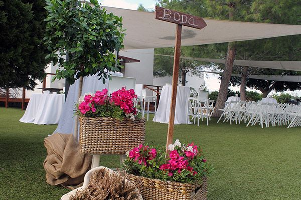 Decoracion jardin boda gallery of carpa boda with for Adornos boda jardin