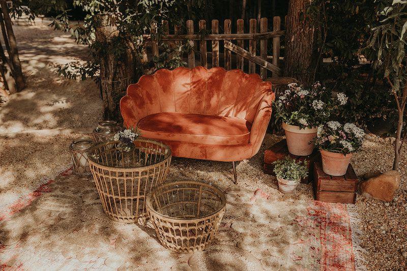 photocall,macetas,flores,mesitas,alfombras.